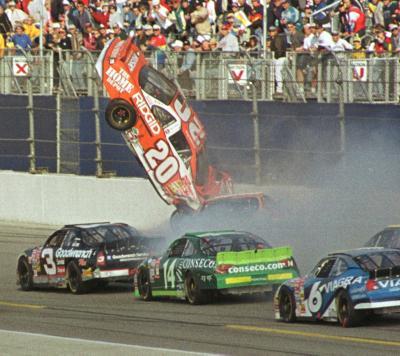 2001-02-18-daytona-crash2